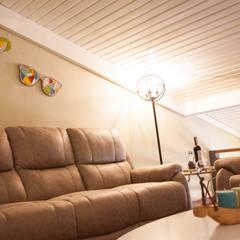 50GR Mimarlık – Teraslı çatı katı oda tasarımı: modern tarz Multimedya Odası