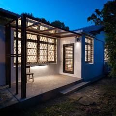 Casas de estilo  por 築築空間