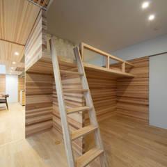 垂木の住宅: 富永大毅建築都市計画事務所が手掛けた子供部屋です。
