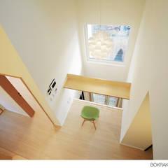 Living room by 소하  건축사사무소    SoHAA