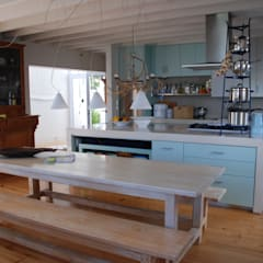 HOLIDAY HOME KNYSNA:  Kitchen by Gallagher Lourens Architects, Colonial