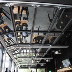 Cortinas: Ventanas de estilo  por Constructora Marqco