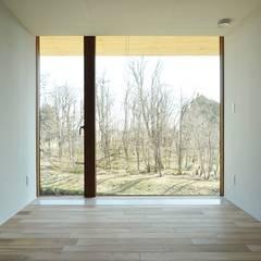 佐戸の家 ~もるくす建築社~: 株式会社山崎屋木工製作所 Curationer事業部が手掛けた窓です。