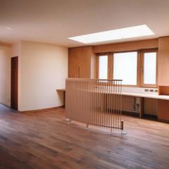 2Fホール、マルチパーパスルーム: 豊田空間デザイン室 一級建築士事務所が手掛けた和室です。