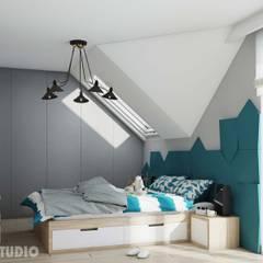 Modernes Schlafzimmer mit Akzenten in Türkis:  Schlafzimmer von MIKOLAJSKAstudio