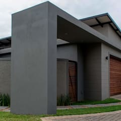Modern family home in the heart of Simbithi Eco Estate: modern Houses by CA Architects