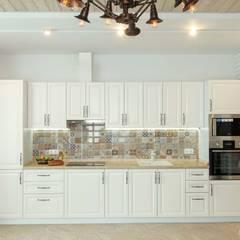 Квартира в средиземноморском стиле в Сочи: Кухни в . Автор – metrixdesign