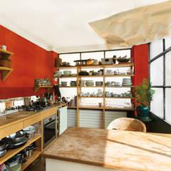 Kalkputz für alle Innenflächen: mediterrane Küche von Paul Jaeger GmbH & Co. KG