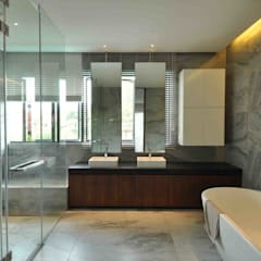 Sunset House:  Bathroom by ming architects,Tropical