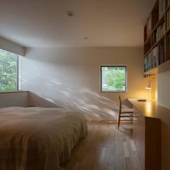 閑小の家: 柳瀬真澄建築設計工房 Masumi Yanase Architect Officeが手掛けた寝室です。,モダン