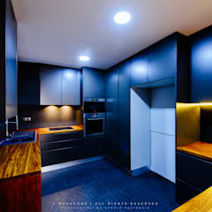 Remodelação de Apartamento em Samora Correia: Cozinhas  por NOVACOBE - Construção e Reabilitação, Lda.
