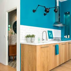 Blue Velvet: Cuisine de style de style eclectique par Insides