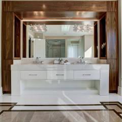 Luxurious Bathroom: modern Bathroom by Lorne Rose Architect Inc.
