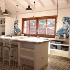 Ein Ferienhaus als Hideaway auf Mallorca: mediterrane Küche von AID-Studio