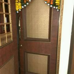 Main Door: eclectic  by MARIA DECOR,Eclectic