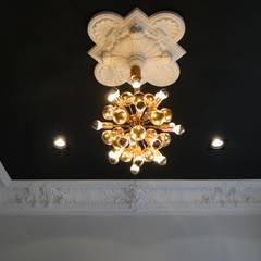 Sanierung einer Gründerzeitvilla für eine 6-köpfige Familie:  Wände von AID-Studio