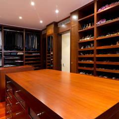 Casa 906: Closets de estilo  por Objetos DAC, Moderno Madera Acabado en madera