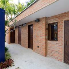 Casa 906: Piscinas de estilo  por Objetos DAC