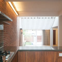 Terrace House at Robin Road:  Kitchen by Quen Architects,Asian