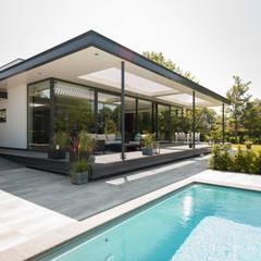 Moderne vrijstaande villa:  Huizen door Huibers & Jarring architecten BNA