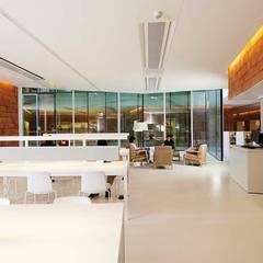 BIblioteca Sant Gervasi-Joan Maragall : Salas multimedia de estilo  de Baena Casamor Arquitectes BCQ, slp