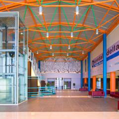 Ingresso dell'Ospedale: Ospedali in stile  di Cromoambiente
