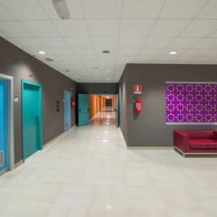 Progetto Cromatico Ospedale della Murgia, Puglia: Ospedali in stile  di Cromoambiente