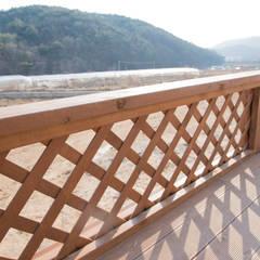 해질녘 노을이 아름다운 집: 꿈애하우징의  베란다