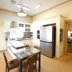 해질녘 노을이 아름다운 집: 꿈애하우징의  주방,지중해