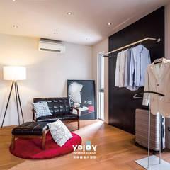 Dressing room by 有容藝室內裝修設計有限公司