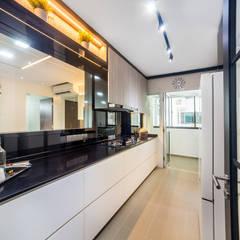 HDB Blk 293B Compassvale Crescent: modern Kitchen by Renozone Interior design house