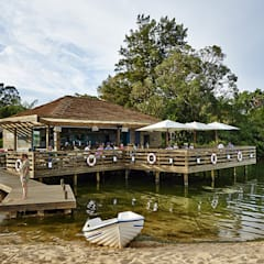 The Shack - Lake Bar : Bares e clubes  por Essencia Architects