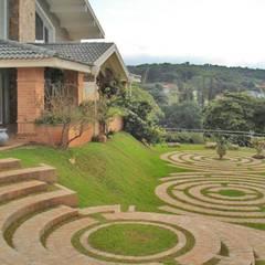 Garden by Éfeso Arquitetura & Construção