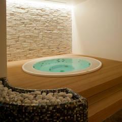 Spa de estilo moderno por Aquazzura Piscine