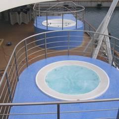 Alcune delle nostre installazioni inserendo una Jacuzzi Professionale .: Spa in stile in stile Moderno di Aquazzura Piscine