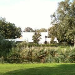 Modern garden by Thomas Kemme Architecten Modern