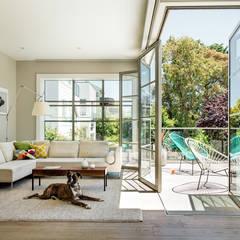 ห้องนั่งเล่น by Feldman Architecture