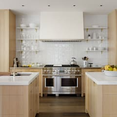 The Grange: classic Kitchen by Feldman Architecture