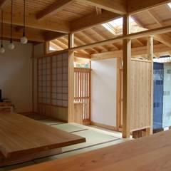 インナーテラス兼用玄関: 環アソシエイツ・高岸設計室が手掛けた廊下 & 玄関です。