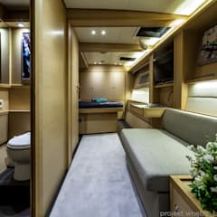 PROJEKT ARANŻACJI WNĘTRZA KATAMARANU LAGOON 620 *****: styl , w kategorii Jachty i motorówki zaprojektowany przez LEMUR Architekci