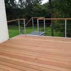 BangKirai terras met gegalvaniseerd stalen frame.:  Terras door WE-Maatdesign, Modern Hout Hout