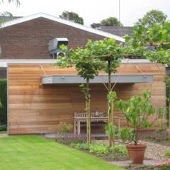 Tuinhuis met luifel.: landelijke Tuin door WE-Maatdesign