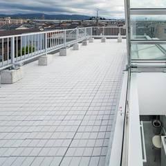 新保本・HOUSE・K(SHINBOHON・HOUSE・K): 吉田裕一建築設計事務所が手掛けたテラス・ベランダです。