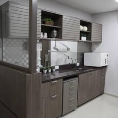 Consultório Dentista Concessionárias modernas por Suelen Kuss Arquitetura e Interiores Moderno MDF
