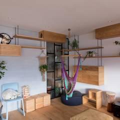 nionohama-apartment-house-renovation: ALTS DESIGN OFFICEが手掛けたリビングです。,ラスティック 木 木目調