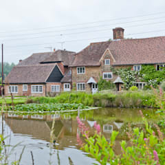 Japonica Cottage, Surrey :  Houses by Orchestrate Design and Build Ltd.