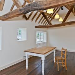 Japonica Cottage, Surrey :  Dining room by Orchestrate Design and Build Ltd., Rustic