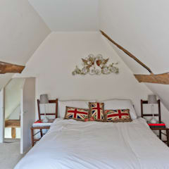 Japonica Cottage, Surrey :  Bedroom by Orchestrate Design and Build Ltd.