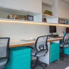 مكتب عمل أو دراسة تنفيذ Danyela Corrêa Arquitetura , حداثي MDF