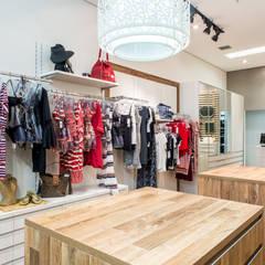 Vista Interna: Lojas e imóveis comerciais  por Andresa Jessita